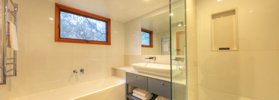 ski-in-ski-out-thredbo-chalet-11-bathroom