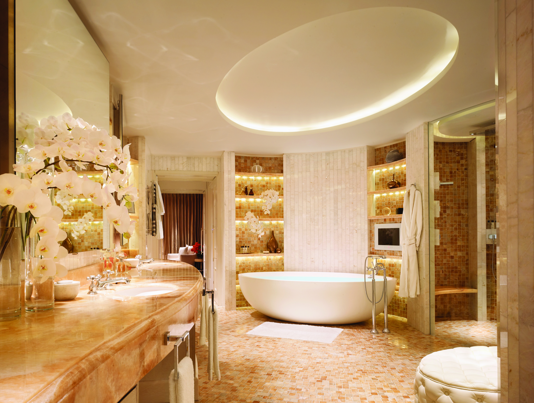 Royal Penthouse Main Bathroom (landscape) Corinthia Hotel London