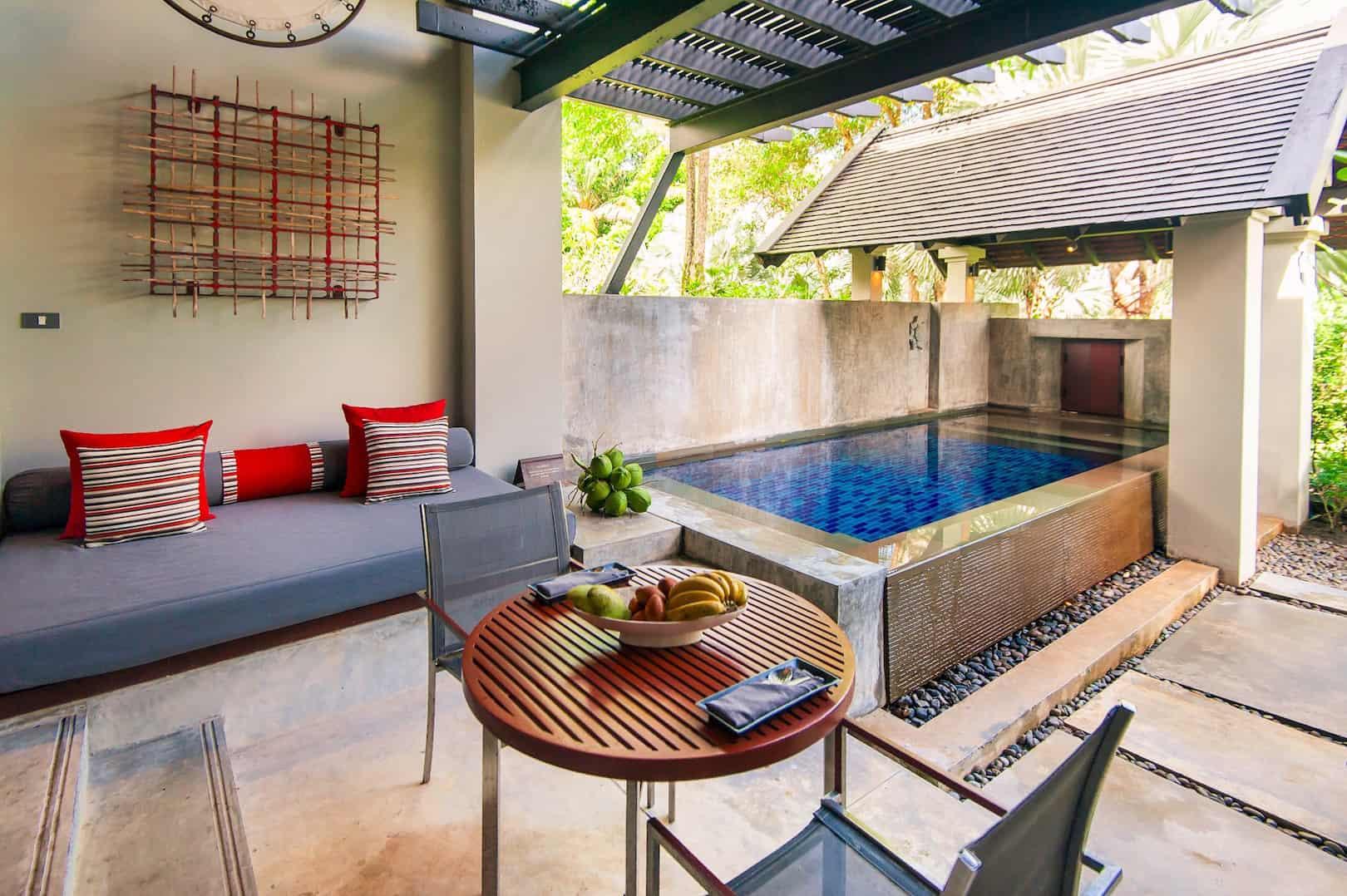 Pool Suite Pool 01