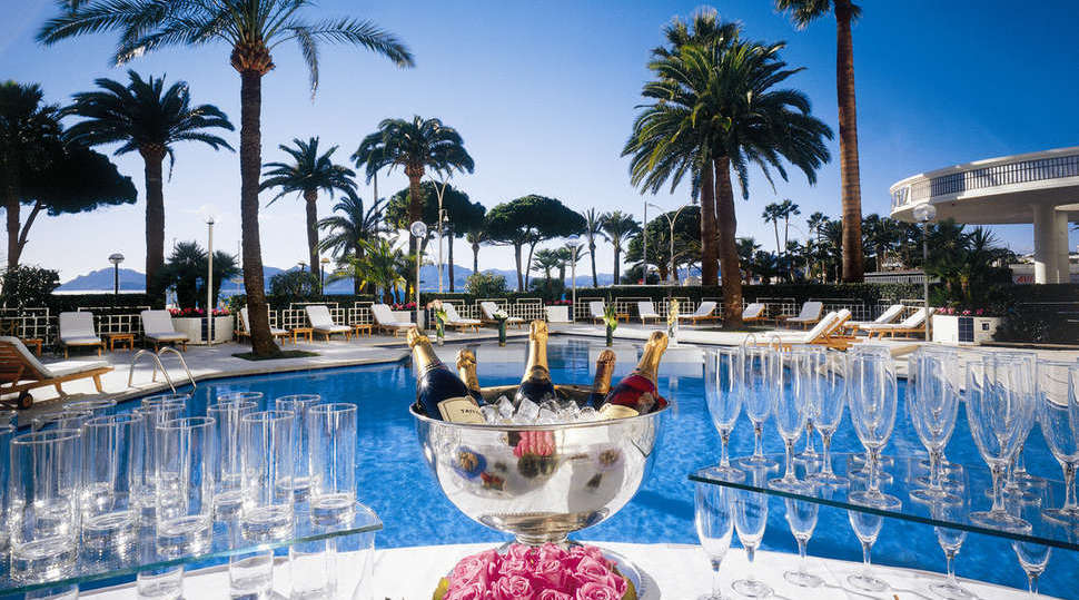 martinez-hotel-cannes-poolside