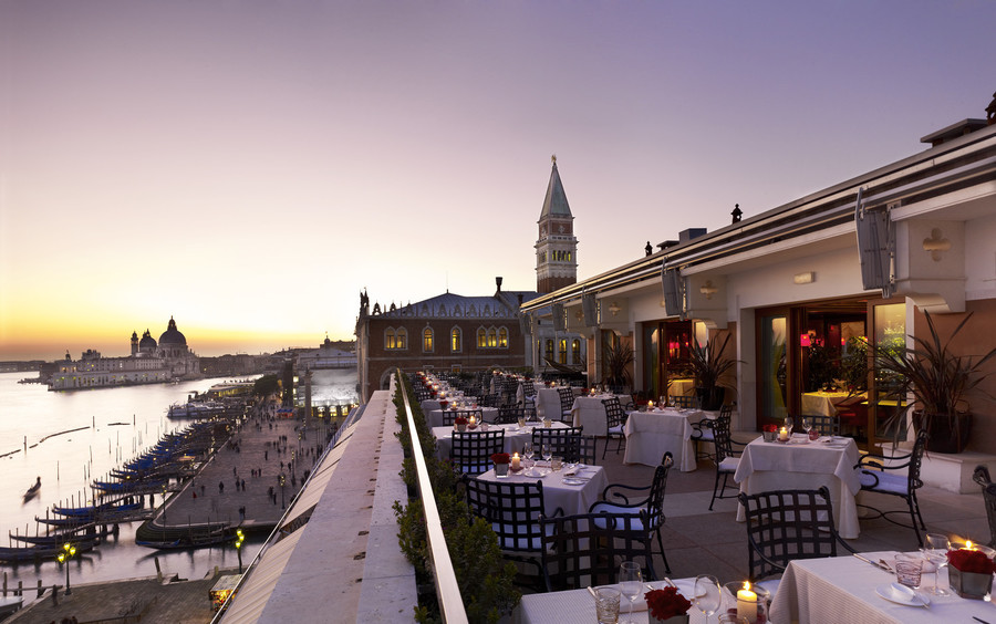 lux72re-115698-Restaurant-Terrazza-Danieli---Terrace-at-sunset-Low