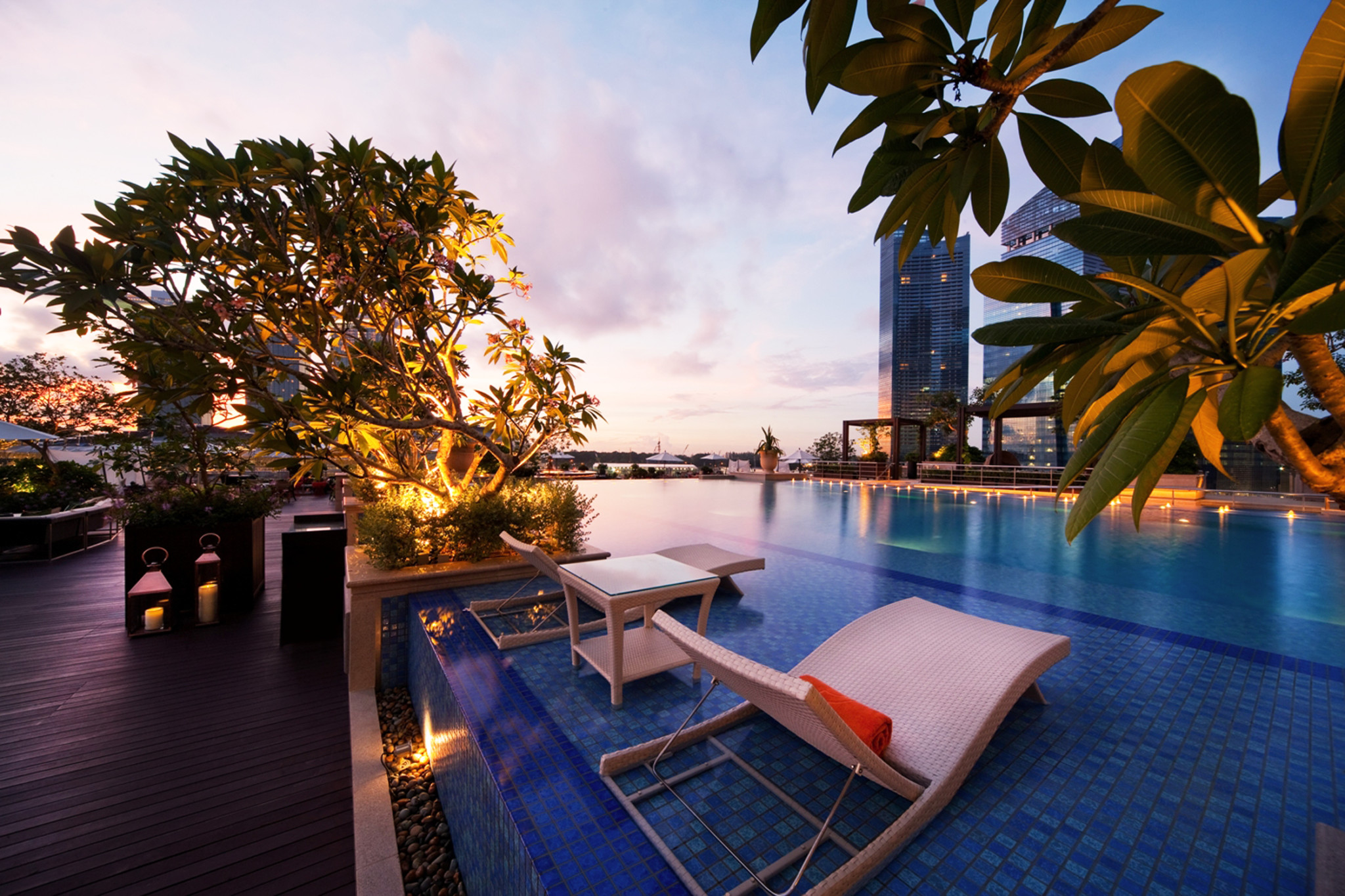 Rooftop Infinity Pool - The Fullerton Bay Hotel Singapore