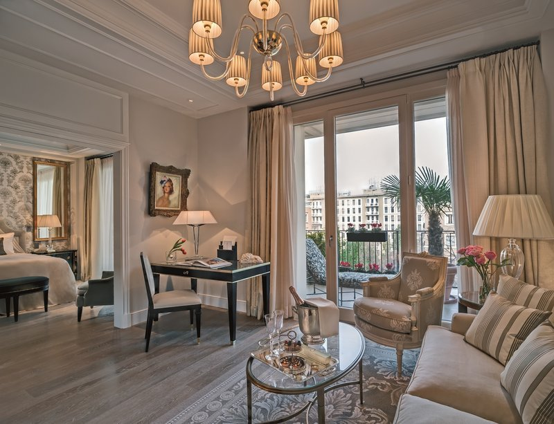 4 most luxurious hotels in milan italy the lux traveller for Fams arredamenti