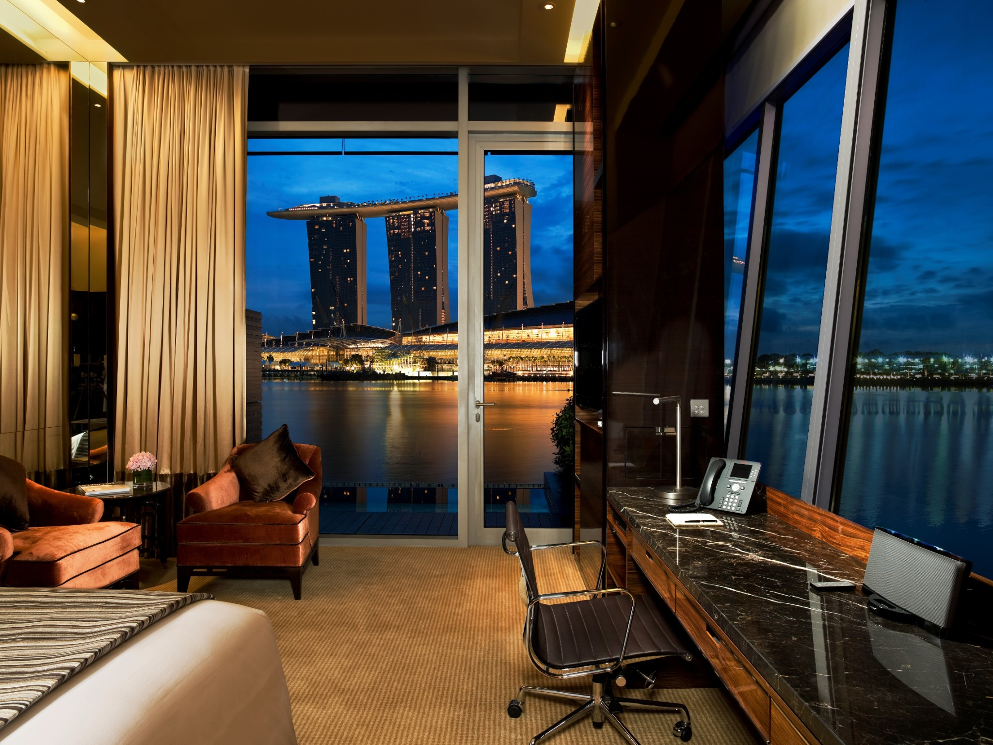 The lux traveller - Least crowded swimming pool singapore ...